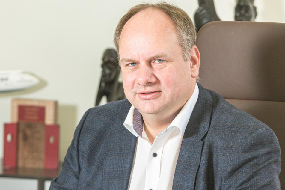 OB Dirk Hilbert (48, FDP).