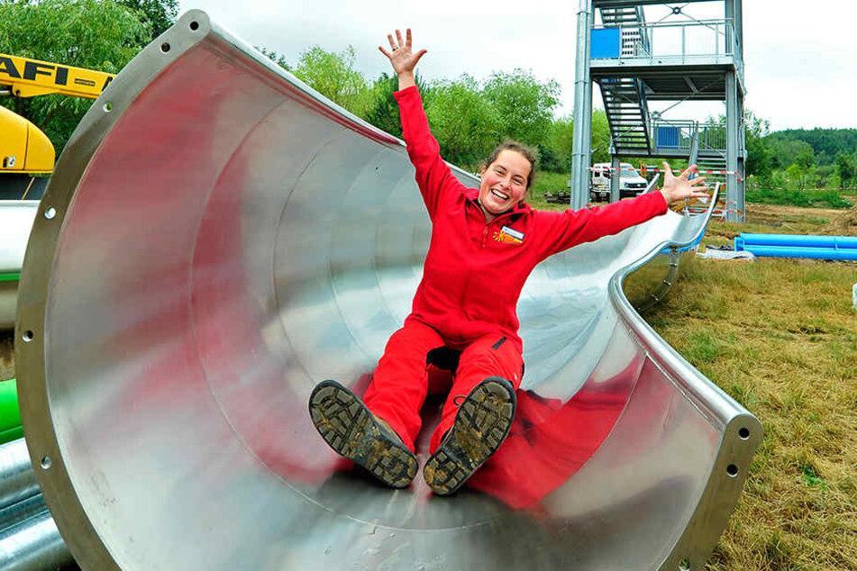 Sandra Paulus (32) vom Sonnenlandpark-Team freut sich schon auf die Eröffnung der neuen Riesen-Rutschen.