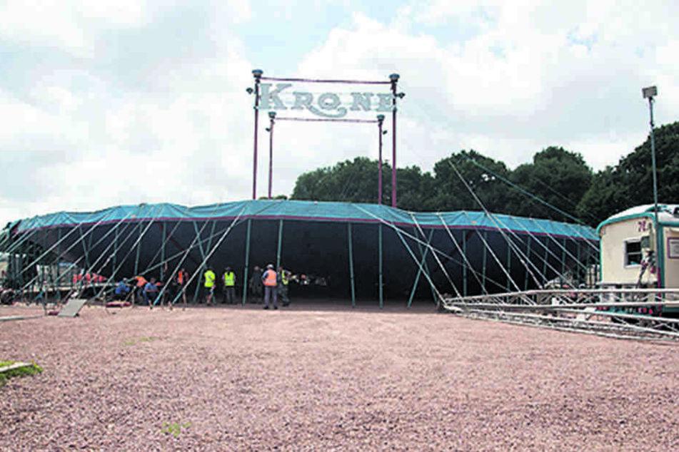 Der Aufbau läuft: Bereits am Freitag ist Premiere beim Circus Krone.