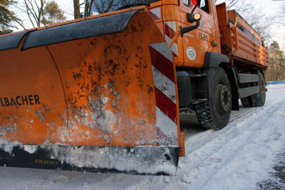 Am Dienstagabend stieß ein Lkw auf dem Berliner Ring mit einem Streufahrzeug zusammen. Beide Fahrer wurden schwer verletzt.