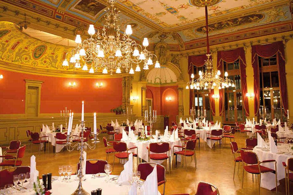 Der knapp 300 Quadratmeter große Ballsall ist ein denkmalgeschütztes Kleinod im Stil der Neorenaissance aus dem Jahre 1888.