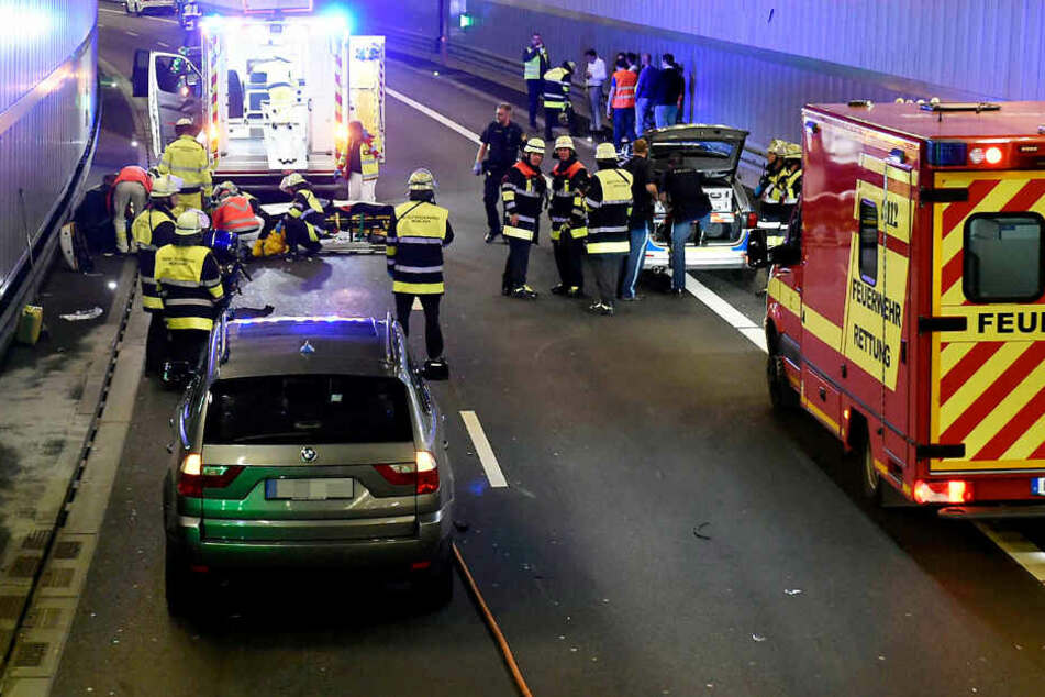 Im Luise-Kiesselbach-Tunnel in München ist es zu einem schweren Unfall gekommen.