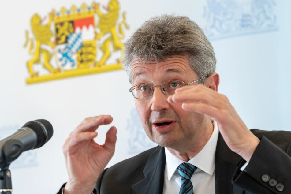 Michael Piazolo (Freie Wähler), Staatsminister für Unterricht und Kultus, nimmt an einer Pressekonferenz im Kultusministerium teil.