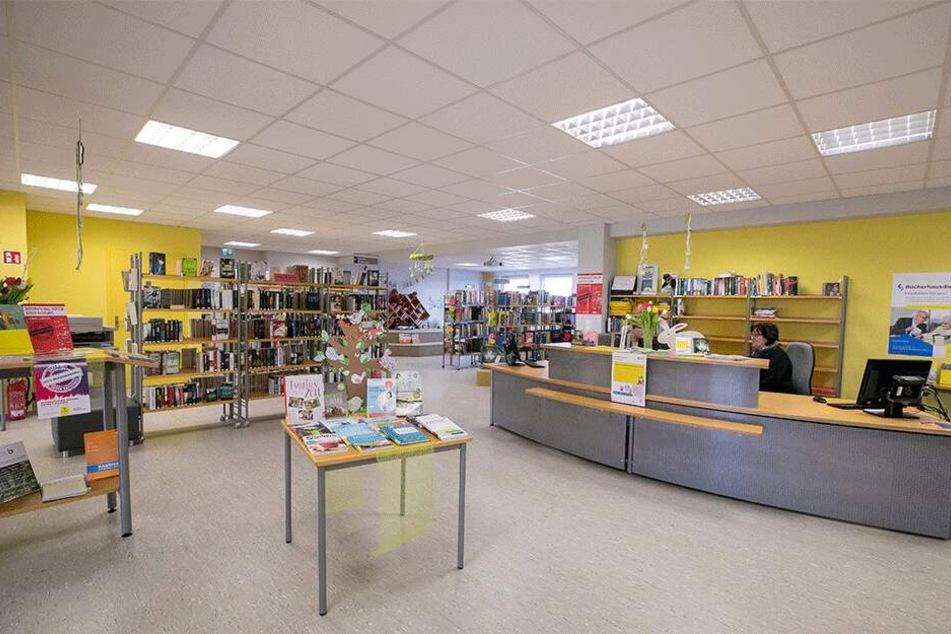 Kaum was los - und das ist auch gut so: Maximal zehn Besucher dürfen gleichzeitig in die Weixdorfer Bücherei.