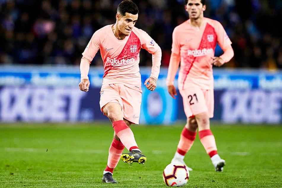 Philippe Coutinho (l.) schaffte beim FC Barcelona den endgültigen sportlichen Durchbruch bisher nicht und soll deshalb abgegeben werden.