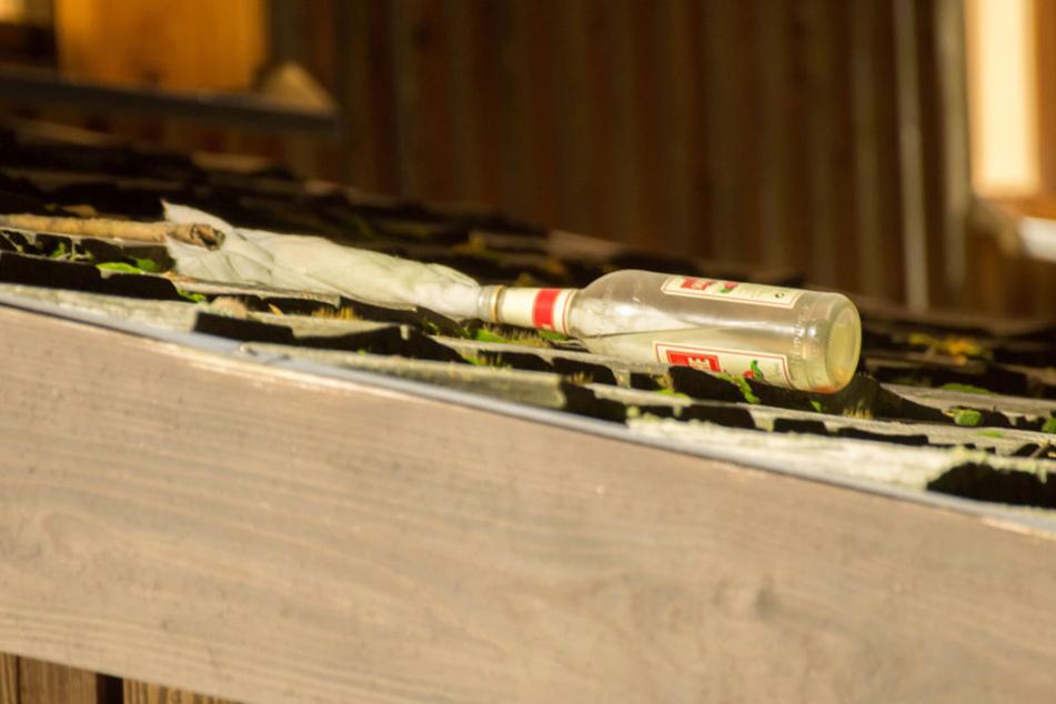 Mit Molotow-Cocktails hatten die Verdächtigen versucht das Gebäude anzubrennen.