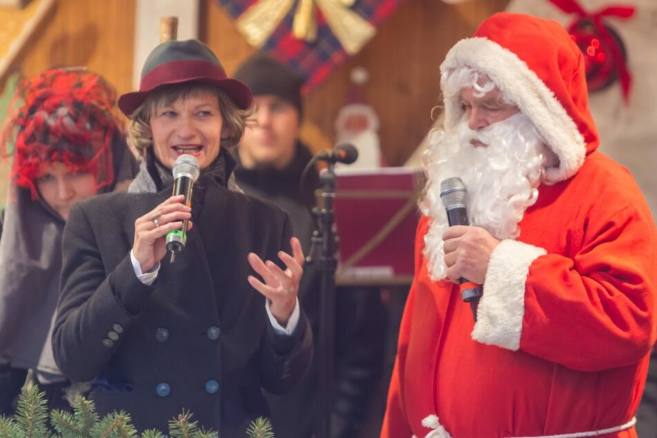 OB Barbara Ludwig eröffnet zusammen mit dem Weihnachtsmann den Weihnachtsmarkt.