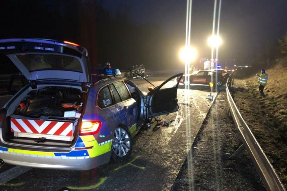 Horror nach Mini-Unfall! Auto rast in Streifenwagen und tötet Mann