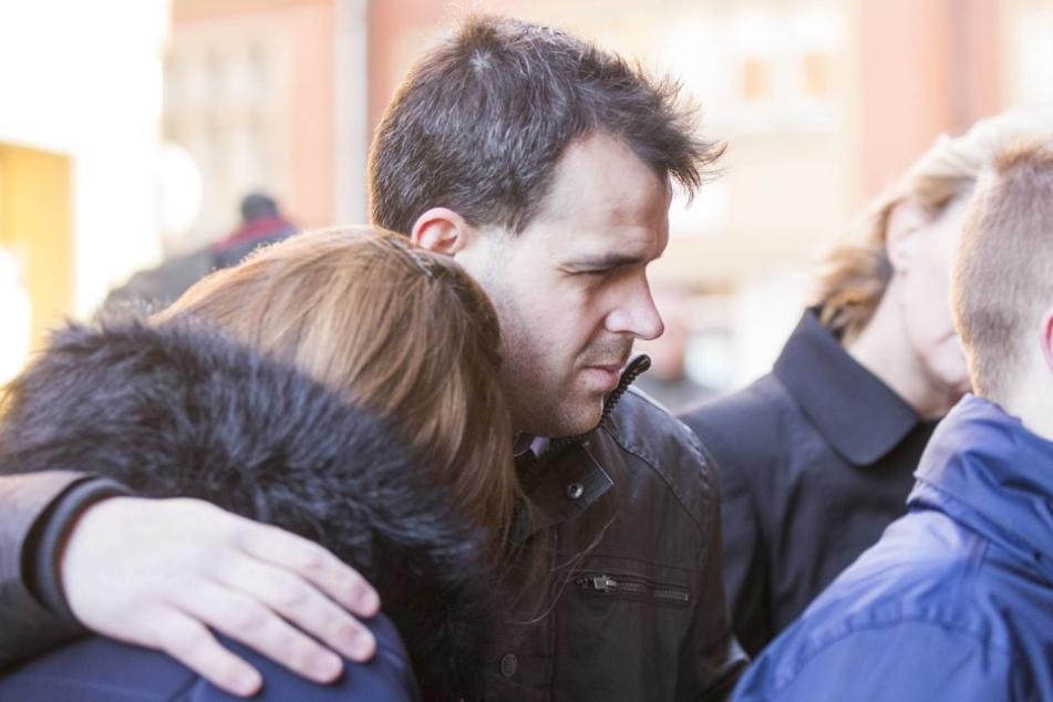 Tiefe Trauer: Familie und Freunde nehmen Abschied von der siebenjährigen Katie Rough.