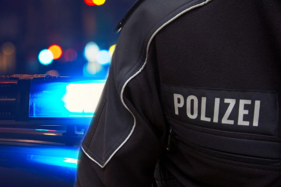 """Die Täter trugen Oberteile mit der Aufschrift """"Polizei"""". (Symbolbild)"""