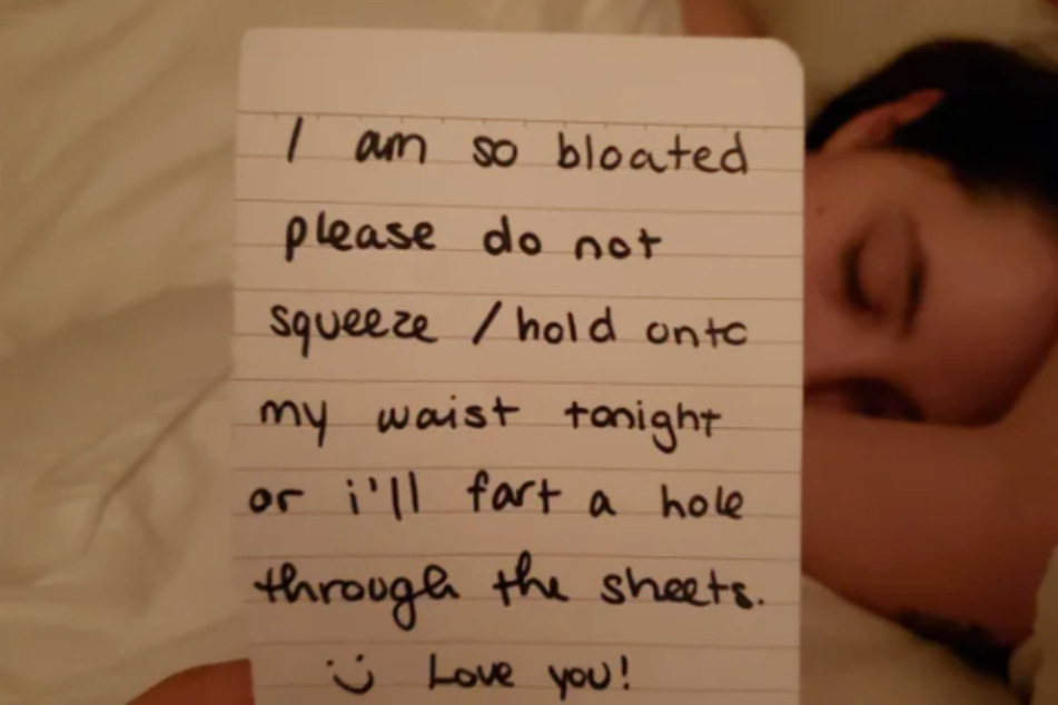 Woman feels bloated and leaves her boyfriend this cute warning