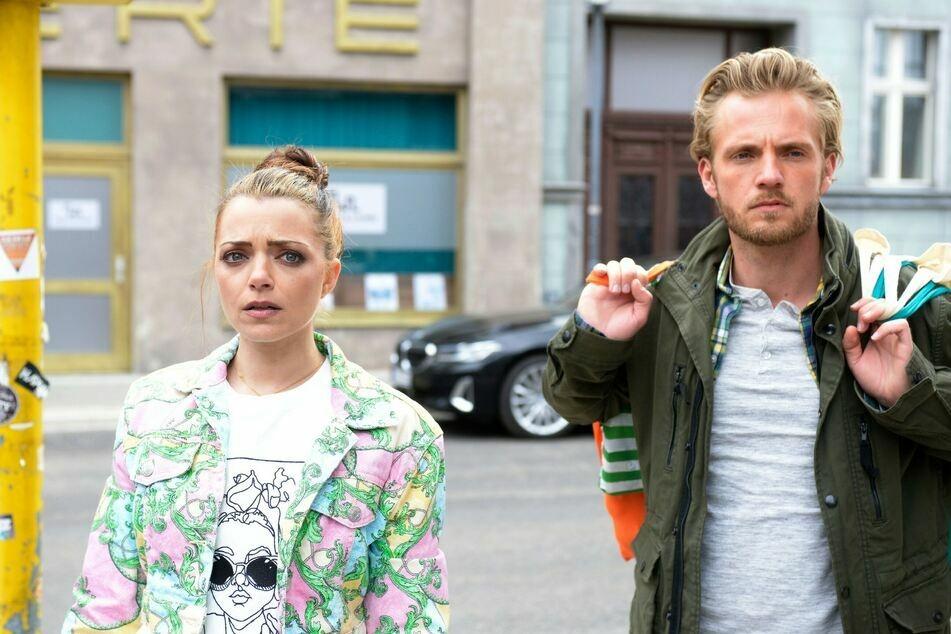 Emily und Paul beschließen, dass er für drei Monate nach Kanada gehen soll, um ein lukratives Jobangebot wahrzunehmen.
