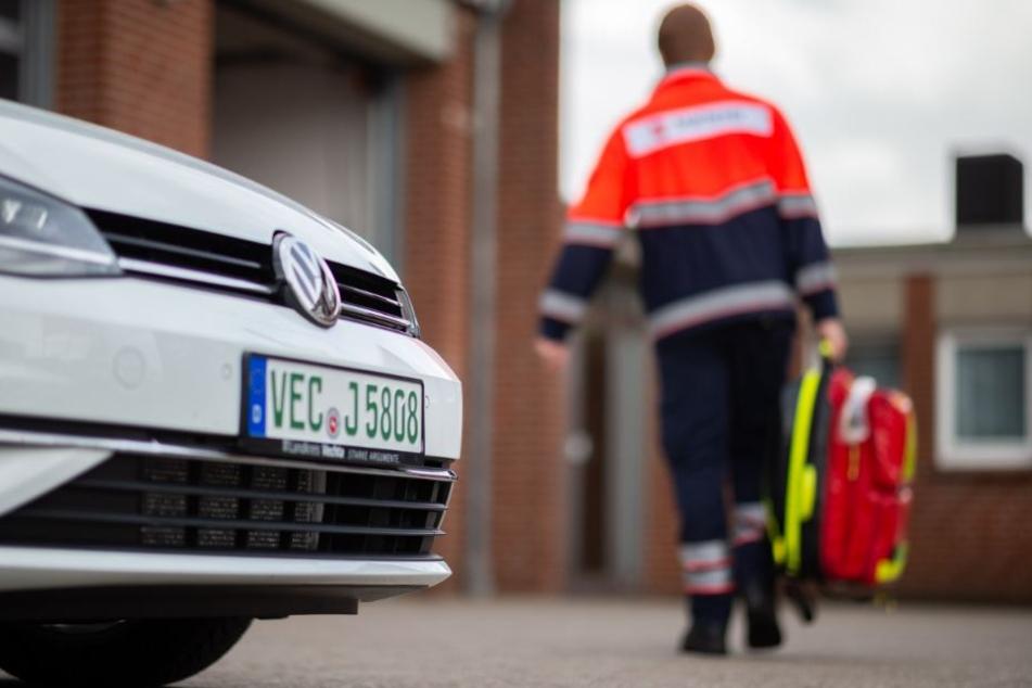 Damit die Rettungswagen nicht unnötig mit Blaulicht losfahren, sollen die Notfallsanitäter im Oldenburger Land zum Einsatz kommen.