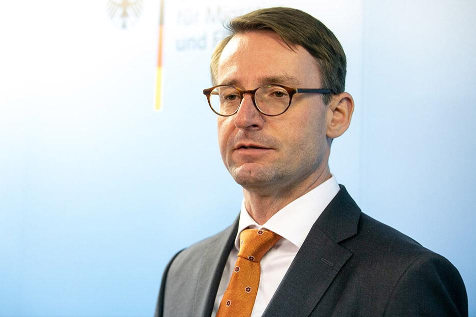 Innenminister Roland Wöller (48, CDU) ärgert sich über die Hindernisse bei Abschiebungen.