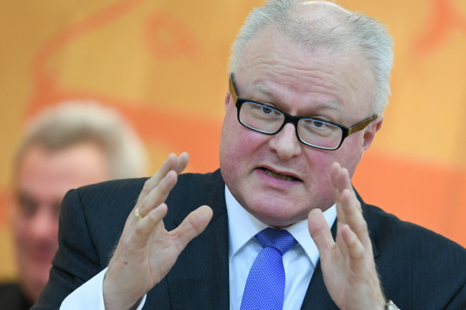 Finanzminister Thomas Schäfer (CDU) wies auf einen bereits seit 2016 existierenden Vorschlag zur Grundsteuer-Neuregelung hin.