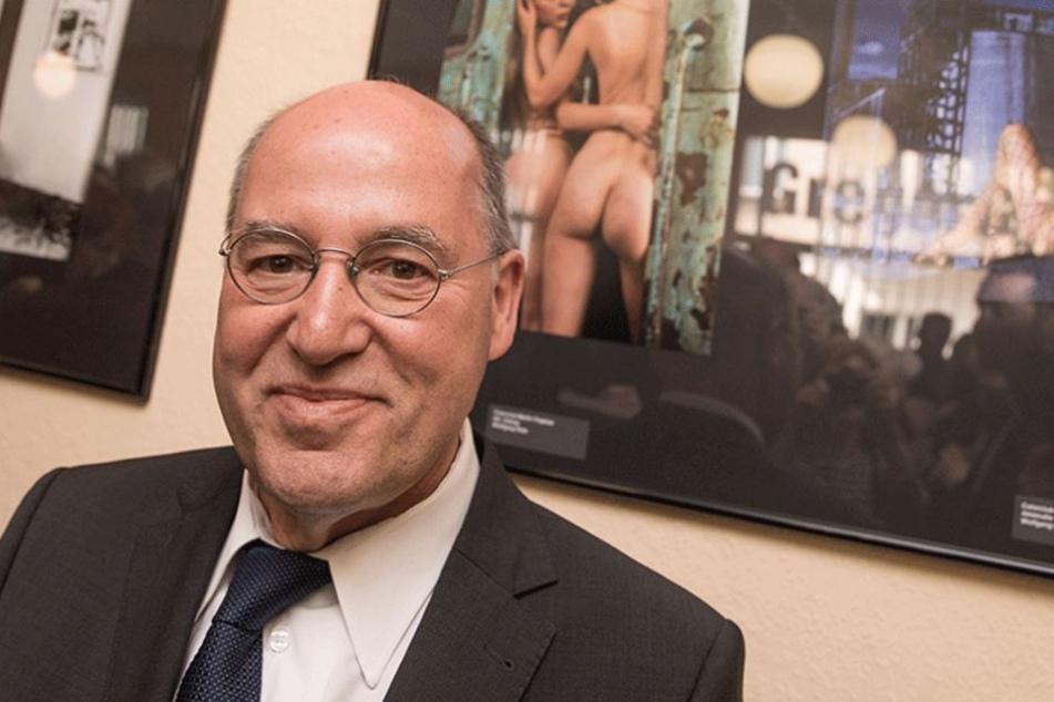 Gysi zeigt Nacktfotos, weil Rathaus sich nicht traut