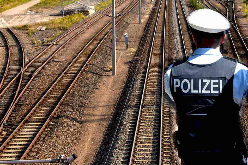 Die Polizei ermittelt wegen gefährlichen Eingriffs in den Bahnverkehr.