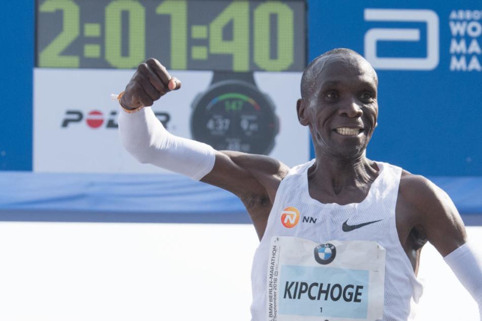 Eliud Kipchoge kann sich über seinen Sieg beim Berlin Marathon freuen und den neuen Weltrekord.