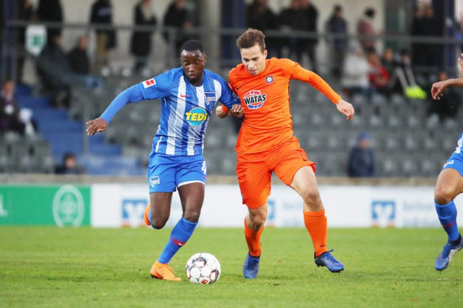 Maximilian Pronichev (r., gegen den Herthaner Ernesto Panzu) wird aller Voraussicht nach zurück zu seinem alten Verein gehen.