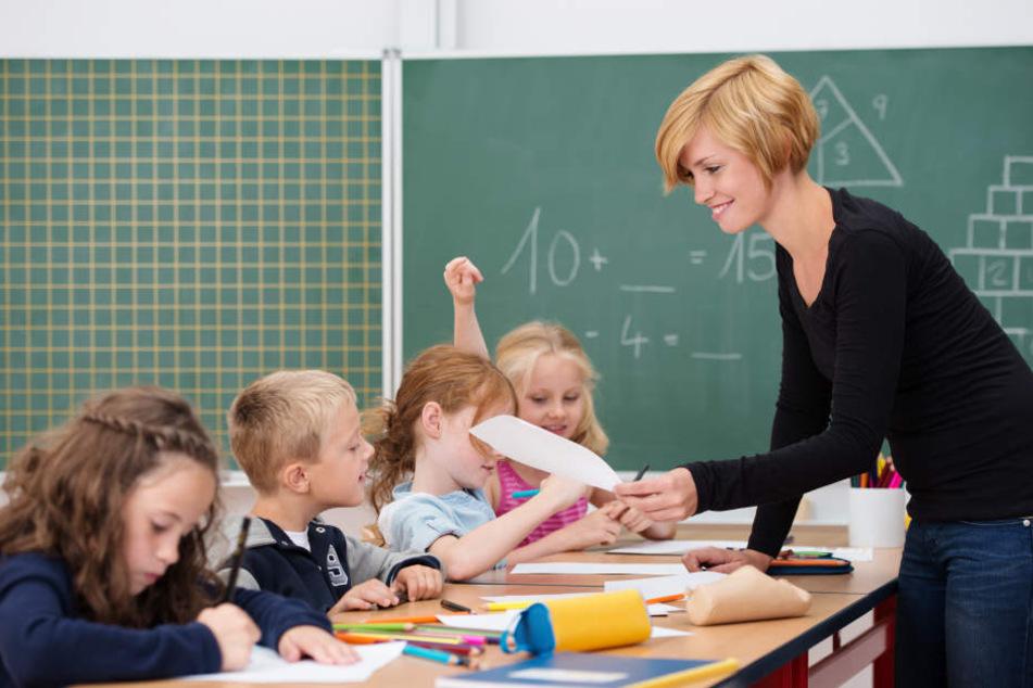 Lehrer und Schulen in NRW müssen künftig ausfallende Unterrichtsstunden digital erfassen und melden.