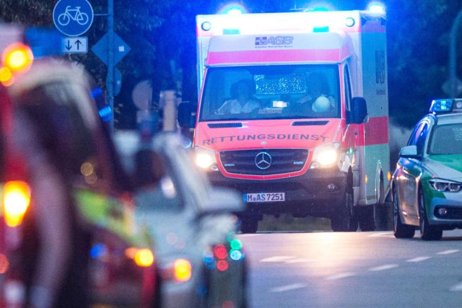 Immer wieder mussten in ganz Bayern an Silvester Rettungskräfte ran. (Archivbild)