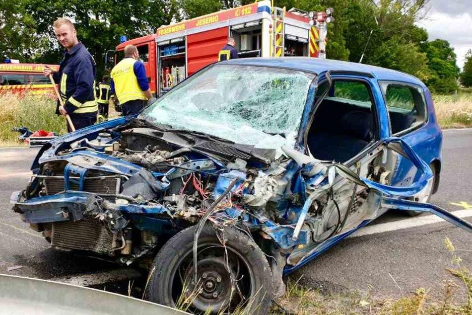 Ein Auto ist auf der Bundesstraße 1 in Brandenburg in den Gegenverkehr geraten.