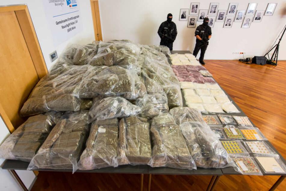 Die gefundenen Drogen hatten einen Marktwert von fast zehn Millionen Euro! (Archivbild)
