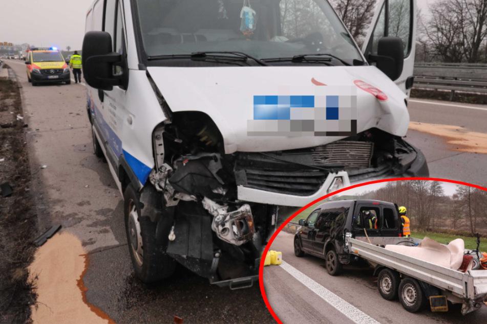 Unfall auf der A13: Transporter kracht auf Caddy mit Hänger