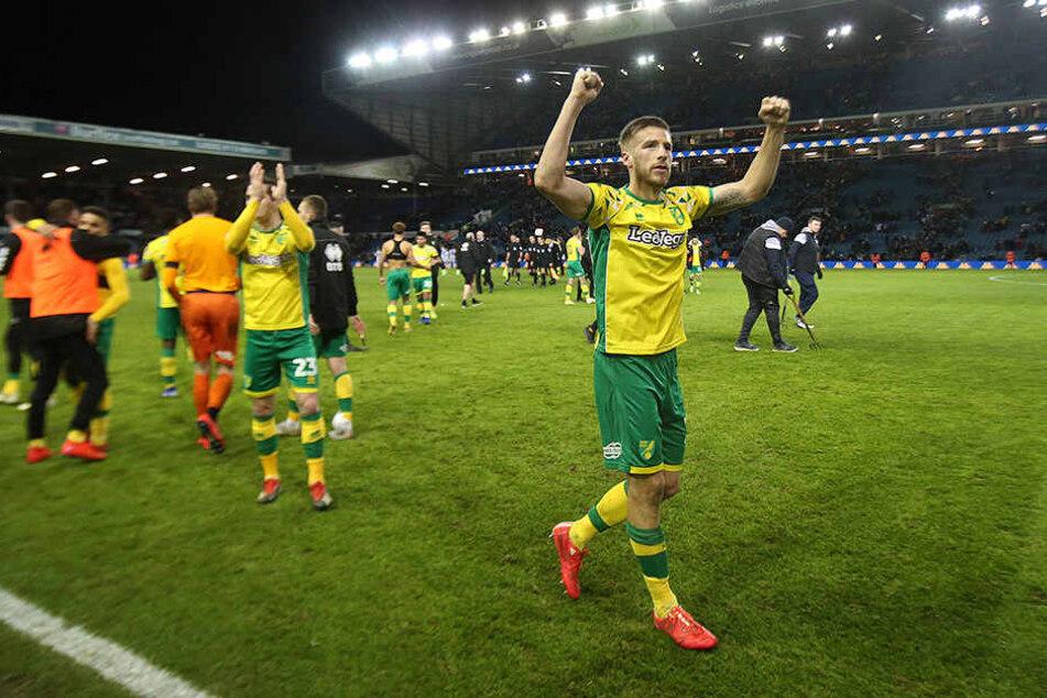 Marco Stiepermann und Kollegen bejubeln den wichtigen 3:1-Auswärtssieg von Norwich City bei Leeds United.