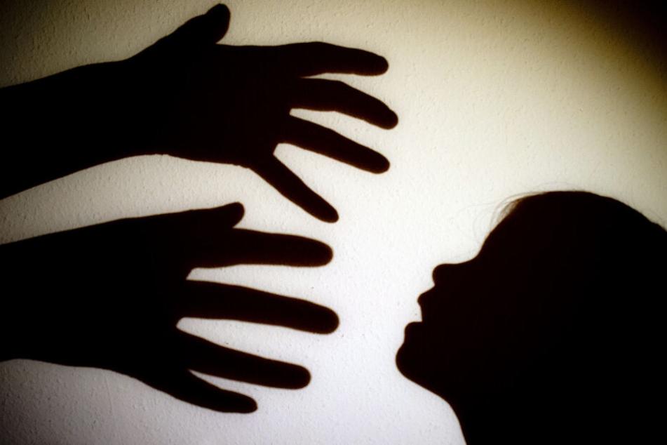 Schrecklich: Freundete sich Mann mit Mutter an, um ihren Sohn zu vergewaltigen?