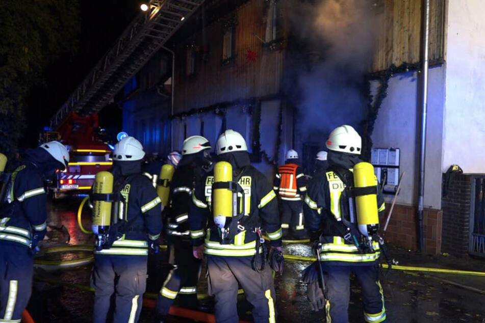 Weihnachtsdeko Brennt Lichterloh Feuerwehr Rettet Hund Und