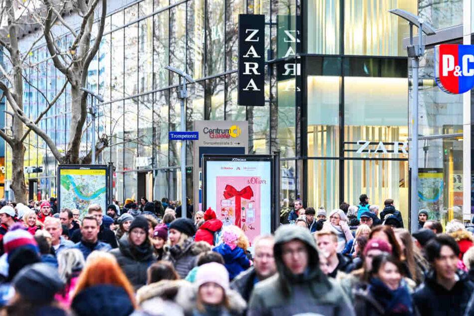 Zum letzten verkaufsoffenen Sonntag herrschte reges Treiben auf der Prager Straße.