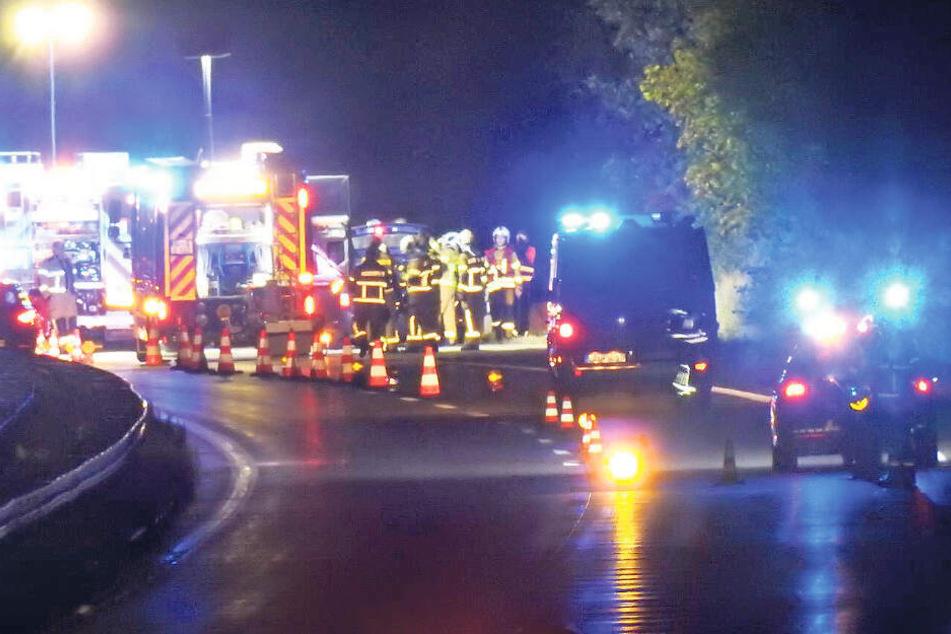 Mitten auf der Autobahn brach an dem Auto plötzlich ein Feuer aus.