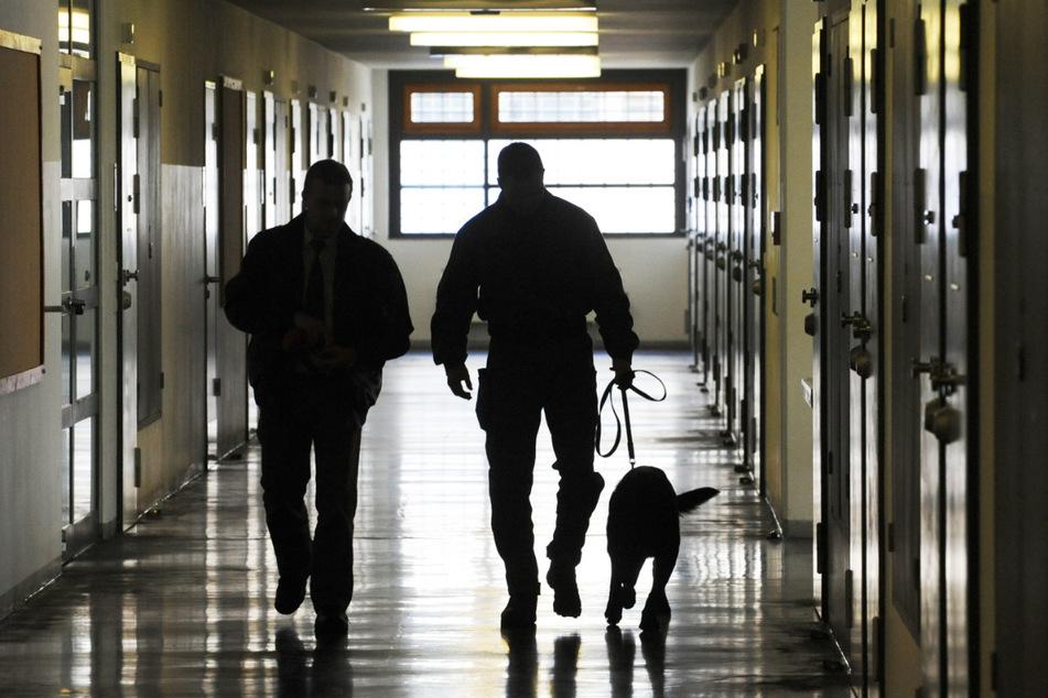 Justizbeamte auf Rundgang. Einen Kollegen hatte der Tschetschene schwer zugerichtet.