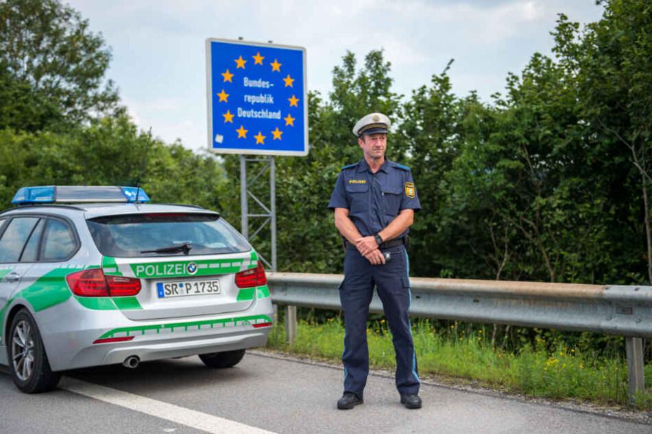 Die Bayerische Grenzpolizei unterstützt die Bundespolizei an der deutsch-österreichischen Grenze. (Archiv)