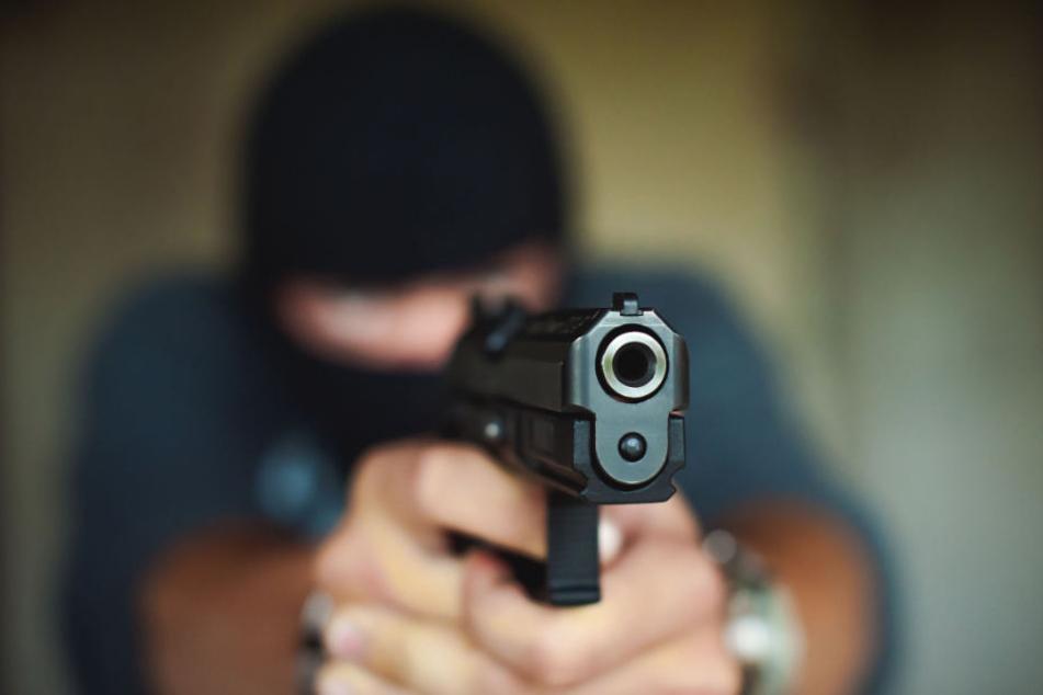 Mit einer Pistole haben die Erpresser auf die schlafenden Kinder gezielt (Symbolfoto).