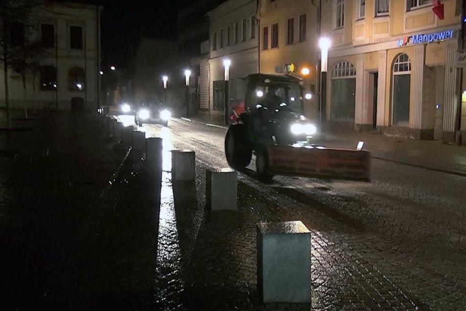 In Haldensleben waren Streufahrzeuge am frühen Morgen unterwegs, um Schlimmeres zu verhindern.