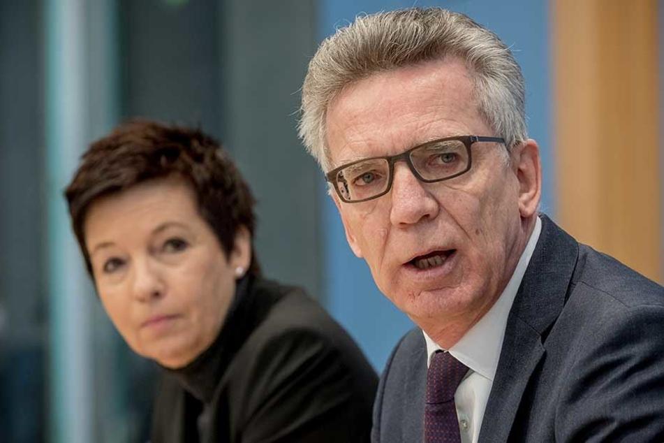 Bundesinnenminister Thomas de Maizière hat die aktuellen Zahlen zu Asylsuchenden vorgestellt.