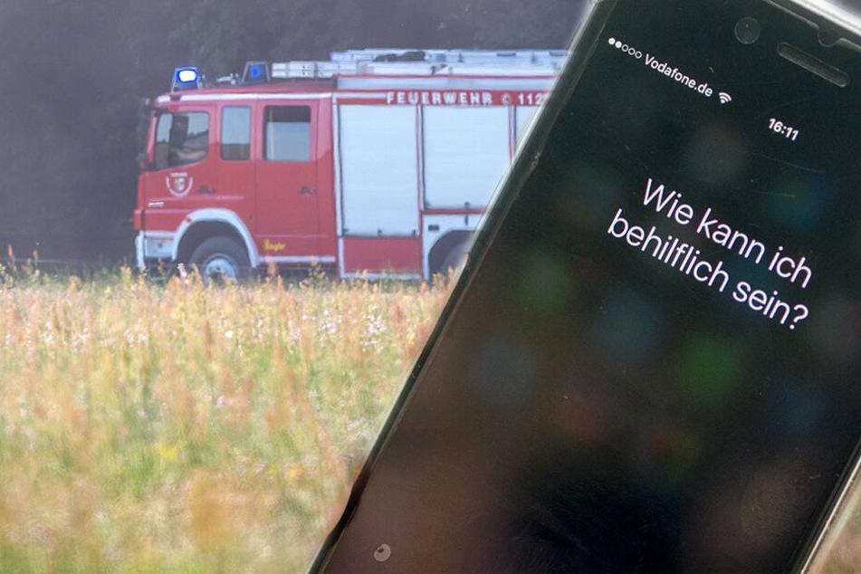 """Autofahrer nach Unfall in Wrack eingeklemmt: """"Siri"""" wählt den Notruf!"""