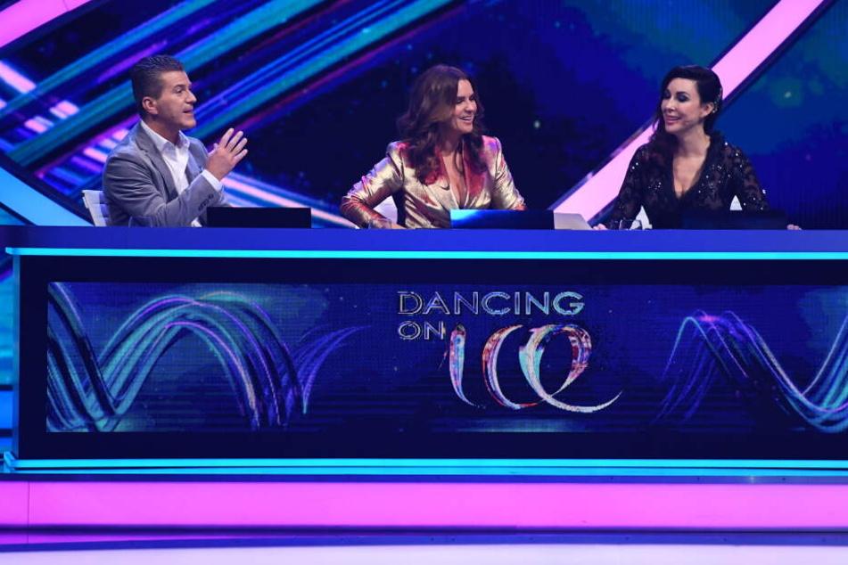 Die Jury um Daniel Weiss (von links), Katharina Witt und Judith Williams wählte Jenny auf den letzten Platz.