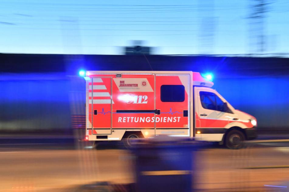 Die Frauen wurden mit einem Rettungswagen in ein Krankenhaus gefahren (Symbolbild).