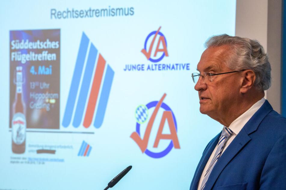 Joachim Herrmann (CSU), Innenminister von Bayern, stellt im Innenministerium von Bayern in München den Verfassungsschutzbericht für das Jahr 2019 vor.