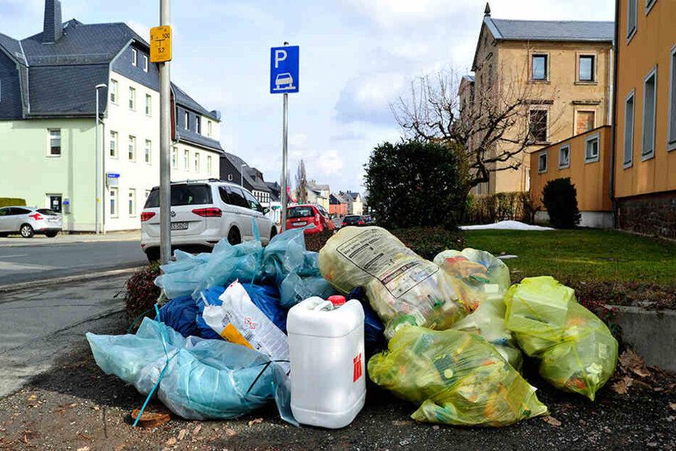 Gelbe Säcke werden am Stadtrand nur noch einmal im Monat abgeholt.