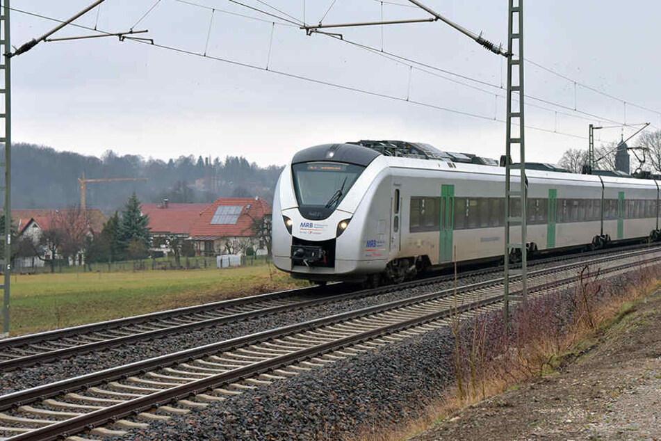 Die Bahn konnte ihre Fahrt von Burgstädt nach Chemnitz nicht fortsetzen.
