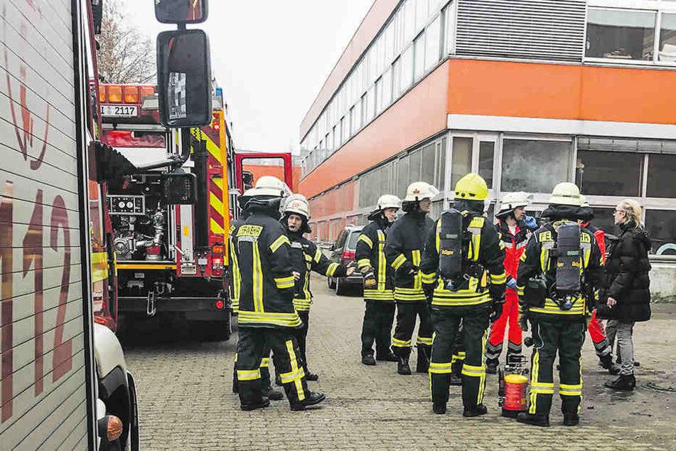 Die Feuerwehr musste das Oberstufenkolleg und die Laborschule an der Universität Bielefeld evakuieren.