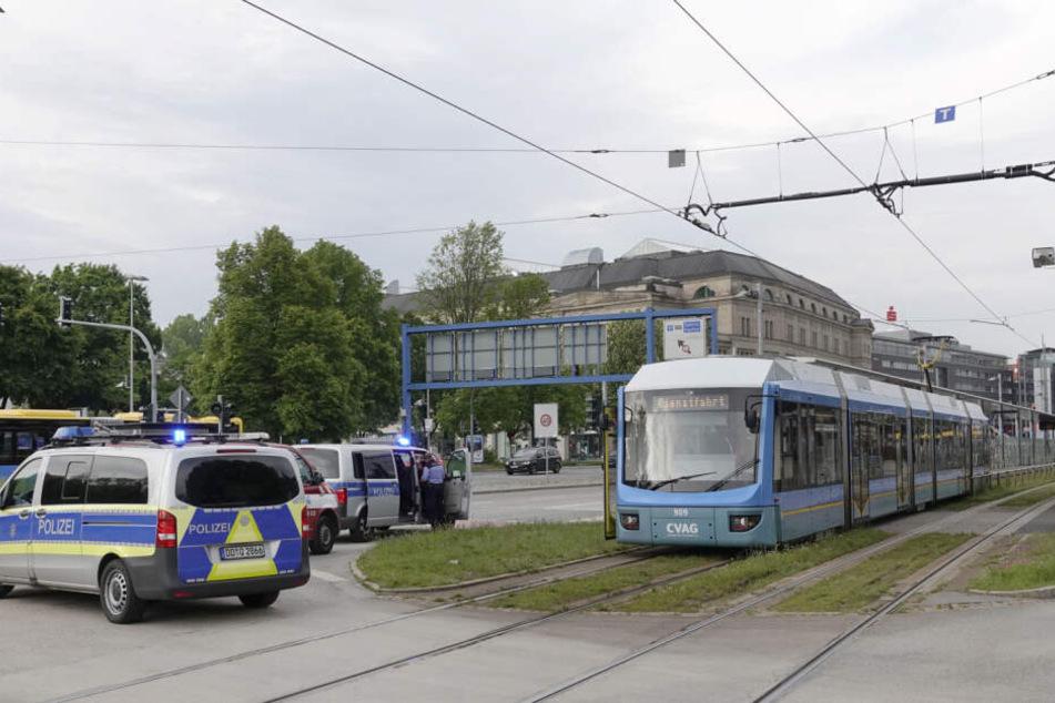 Für die Unfallaufnahme musste der Bereich gesperrt und der Tram-Verkehr umgeleitet werden.