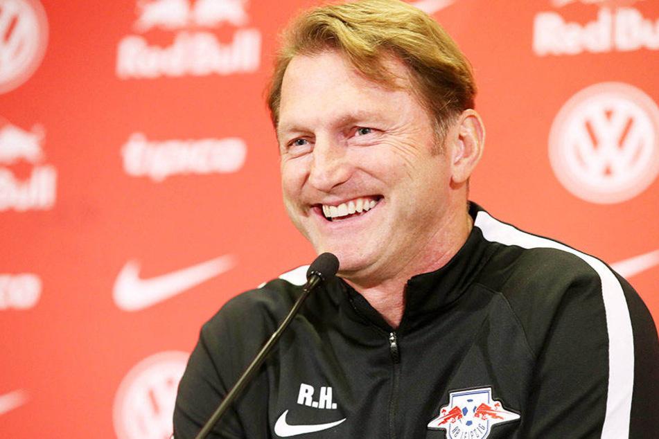Die Stimmung könnte beim Leipziger Trainer Raplh Hasenhüttl (49) kaum besser sein.