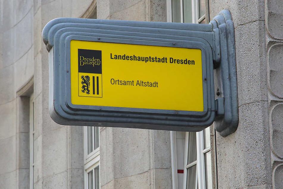 Das Zentrale Bürgerbüro hatte zwar faktisch auf, Anträge konnten aber nicht bearbeitet werden. Auch das Ortsamt Altstadt war lahmgelegt.