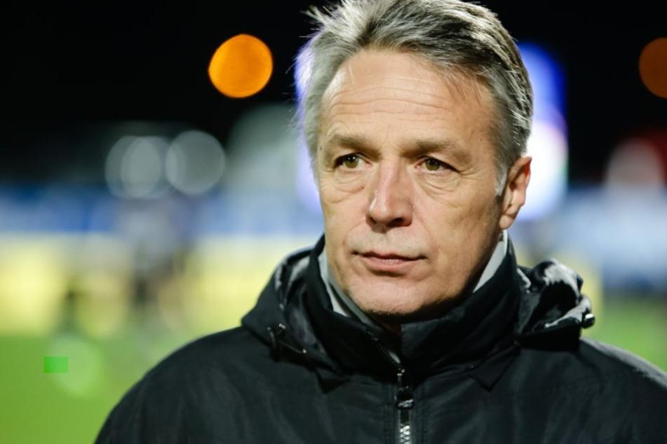 Auf DSC-Trainer Uwe Neuhaus kommen intensive Trainingswochen zu.