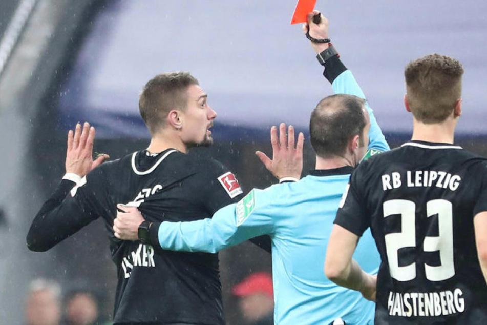 Nur zehn Minuten nach seiner Einwechslung beim FC Bayern sah Stefan Ilsanker die Rote Karte.